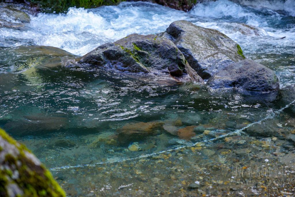 平湯大滝から流れる川の水