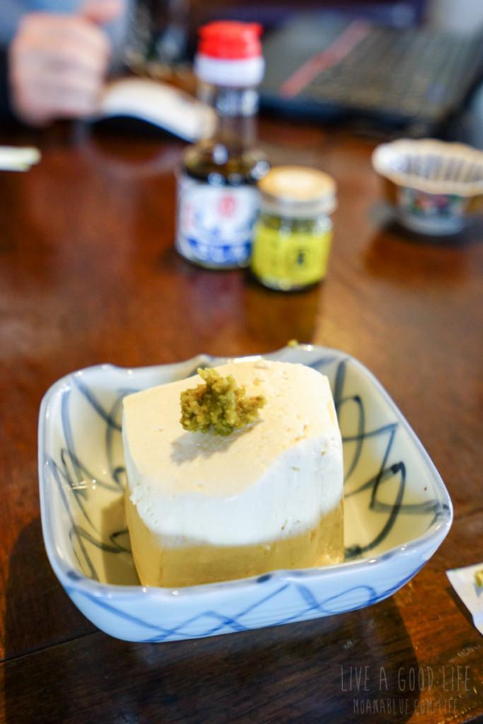 島特産の柚子胡椒で食べてみました!すりゴマと醤油というのが島ではよくある食べ方らしい