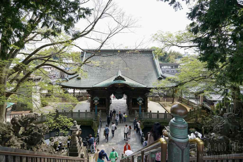 成田山新勝寺の仁王門の裏側外観